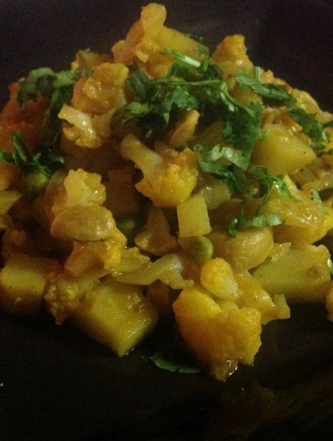 Cauliflower and Potato Curry With Cashews