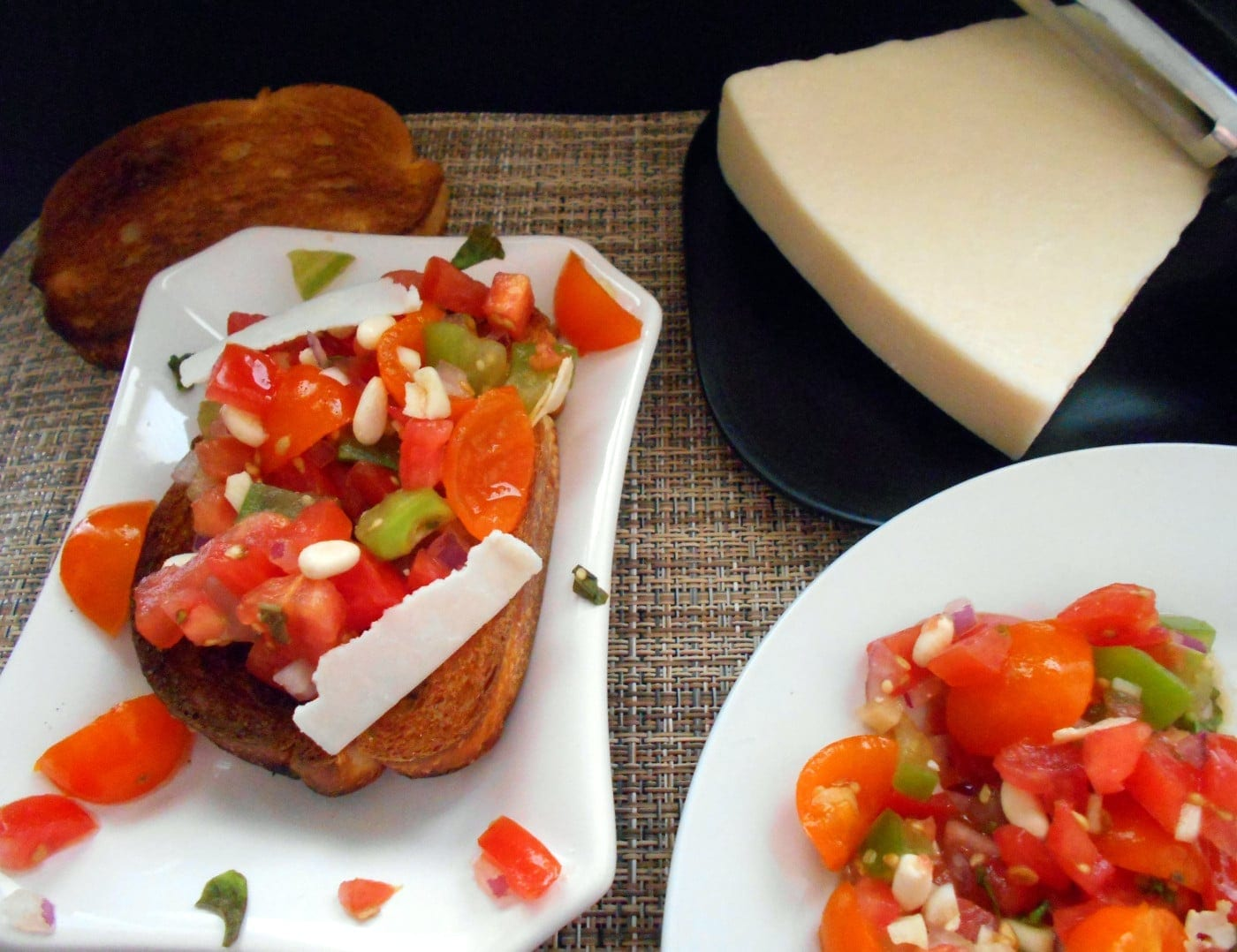 Side view of the Bruschetta on bread