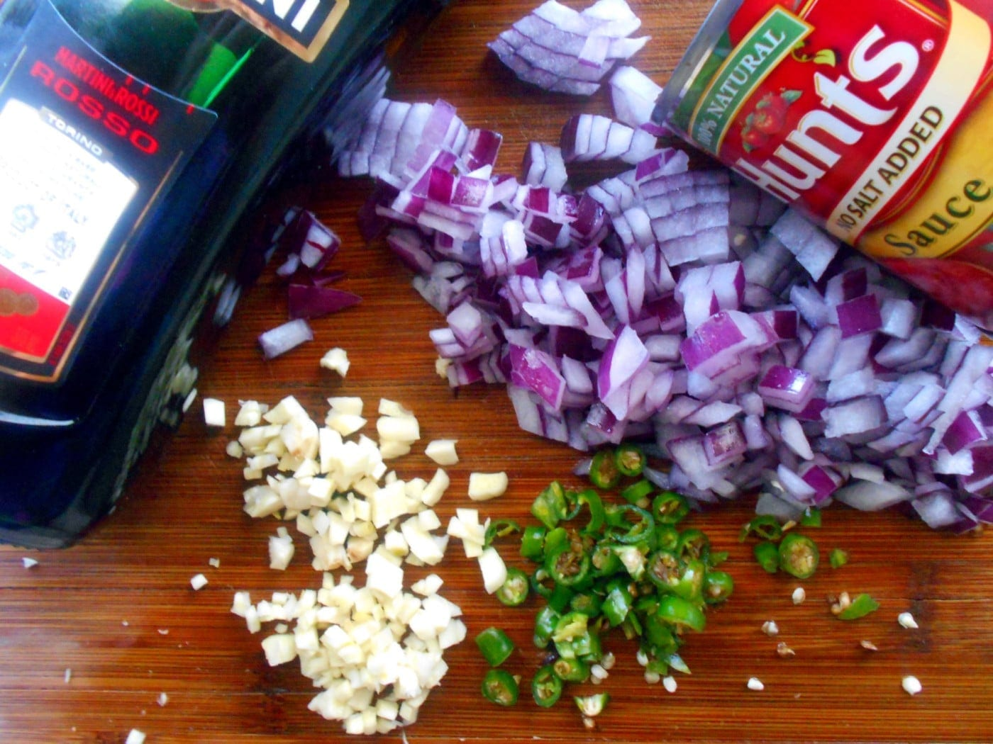 How to make Marinara Sauce? This version uses 9 varieties of marinara sauce to make the delicious Italian Staple. Adding tons of garlic and sweet vermouth makes all the difference