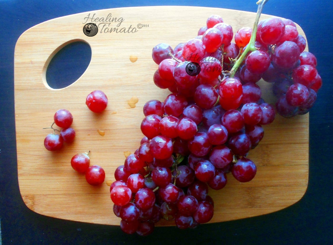Overhead view of grapes ona brown cutting board