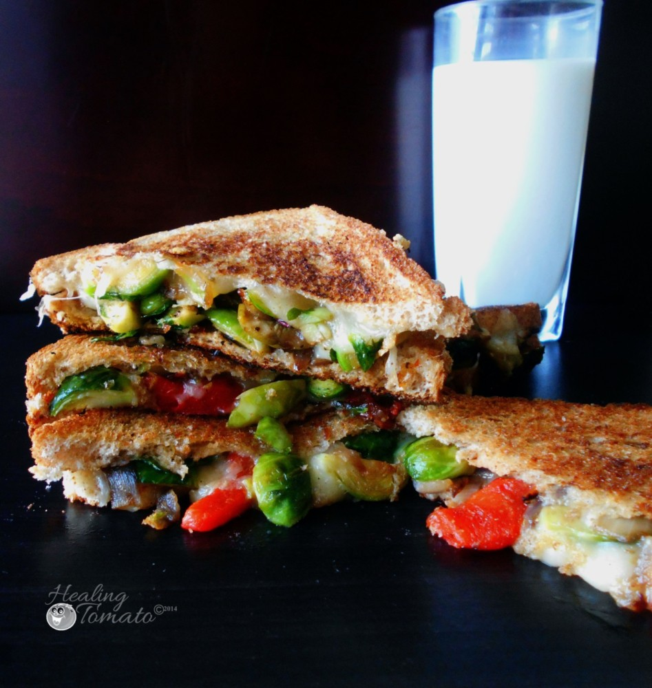 Brussels Sprouts Grilled Cheese. Healthy lunch idea and the perfect comfort food for cold winter days. Serve with tomato soup