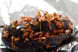 Quick and easy healthy eggplant recipe. This pull-apart eggplant appetizer is so easy to make. Baked eggplant topped with marinara, green onions & mushroom